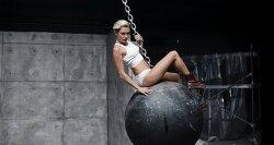 마일리 사이러스(Miley Cyrus)의 Wrecking Ball 뮤직비디오 챗룰렛 패러디.