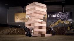 중장비로 세계최대의 젠가(Jenga)게임을 한다! - 중장비 브랜드 캐터필러(CAT / Caterpillar)의 바이럴 영상, Built For It Trials - Stack: Largest JENGA® [한글자막]