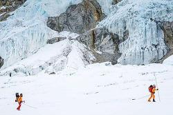 미국인 등반가 2명, 세계 4번째로 높은 네팔 로체산 정상에서 스키 하강 최초 성공