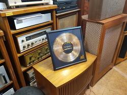 테크닉스 SL-1200시리즈 35주년 에니버셔리 리미티드에디션 1000개 한정판 금장 LP와 기념책자 포함된 KIT 입니다 -신품-