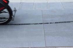 자전거 타이어 자국이 광고가 되는 스템프 바이크