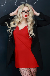 벨라루스 미녀 Nadzeya, '강렬한 빨간 립스틱'