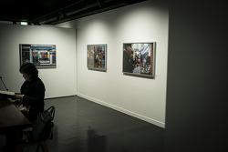 우영 사진전, <쇼윈도>에서 그녀를 보다. by 포토테라피스트 백승휴