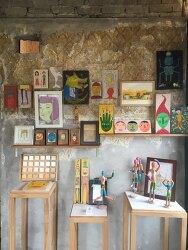 카페 청고래에서 노랑가방 그림 전시 판매