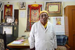 티베트 달라이 라마 주치의 역임한 예시 된덴 박사 ··· 인도 정부 '파드마 슈리'상 수상