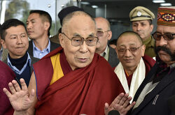 """다람살라로 돌아 온 티베트 달라이 라마, """"나는 건강합니다."""""""