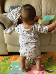 생후 7개월, 잡고 서기 첫 성공!