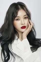 뷰티크리에이터 다이야, 레드립 화보공개. '김유정 닮은 듯한외모 화제'