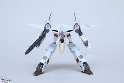 반다이 하이메탈R VF-4 라이트닝III