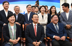 [뉴시스] [평양정상회담]민주당 등 진보당 '기대'… 한국당 등 보수당 '차분'