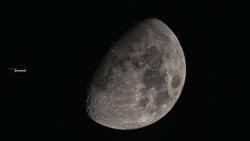 달은 달인데, 미세먼지가 많았던 대기 였는데, 그래도 야밤에 달빛의 달