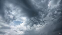 비구름 생성의 초기모습. 몇 방울 떨어지고 소멸되네요.