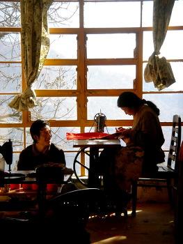 2005년, 승복을 짓는 여인 (다름살라)