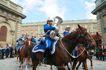 스톡홀름, 스웨덴 왕궁(Stockholm Palace) 중년돌의 위엄 근위병 교대식!