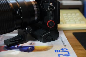 올림푸스 e-m1 정품, 호환 세로그립 비교기