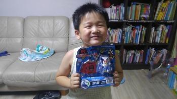 터닝메카드W 카울 선물에 흥분한 첫째아들^^