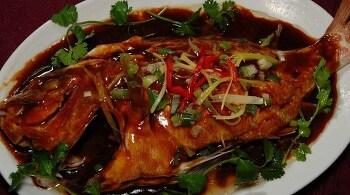 하얼빈 특산요리- 더모리 생선찜 (得莫利炖活鱼)