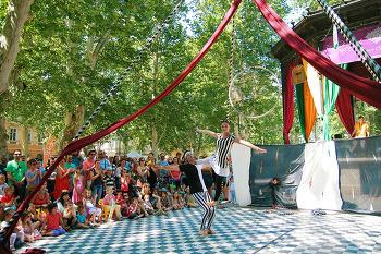 자그레브, 즈리네바츠공원 곡예사의 공연