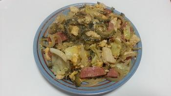 오키나와 전통음식 '고야참프루(ゴーヤーチャンプルー)'
