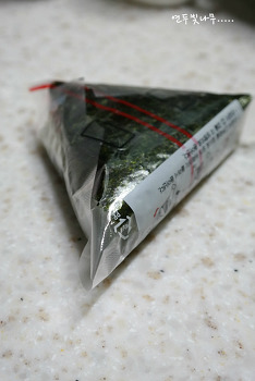 김치제육볶음 넣은 삼각김밥^^