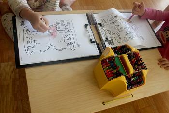 아이와 색칠하기 놀이(크레욜라 색칠하기)