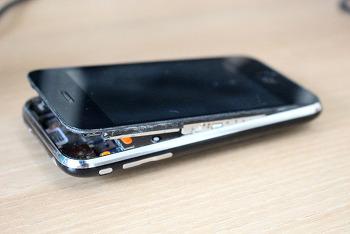 아이폰 3gs 배터리가 부풀었네요. 버리는 방법을 찾아봤더니~