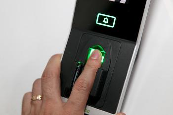 지케이테코 ZKTeco inPluse+ 출입통제/근태관리 시스템, 손가락 정맥(지정맥) 지문 멀티인증 구역의 보안을 책임진다