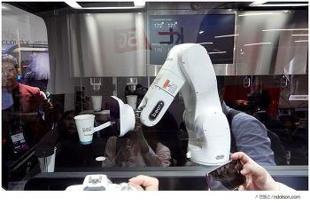 MWC2019 관람객을 사로 잡은 달콤커피의 로봇카페 b;eat2E(비트2.0)