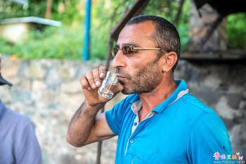 [아르메니아] 차차를 마시는 남자