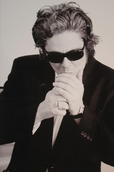 Karl Lagerfeld's Work as a Photographer Is Being Honored in New Retrospective 사진작가로서 칼 라거펠트의 작품 재조명