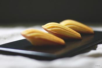 고운 노란빛의 구움과자. 레몬 마들렌 만들기