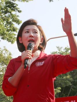 자유한국당 나경원이 말한 '달창'은 '달빛창녀단'이라는 의미.. 이딴 게 국민의 대표?