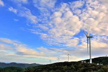 태기산에서본 풍역발전기와구름 9ㅡ18