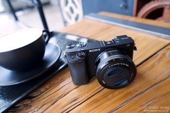 보면서 찍는 미러리스 카메라 소니 A6400 + 16-50 킷 유튜버 카메라 어때요?
