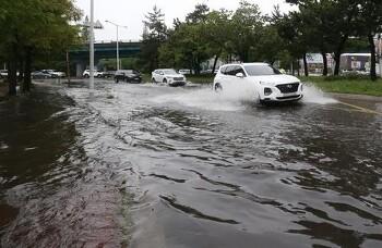 광주 날씨 '시간당 62mm' 강한 폭우로 침수