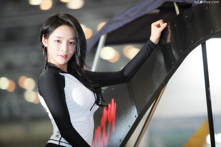 2017 부산국제보트쇼에서 레이싱모델 서연