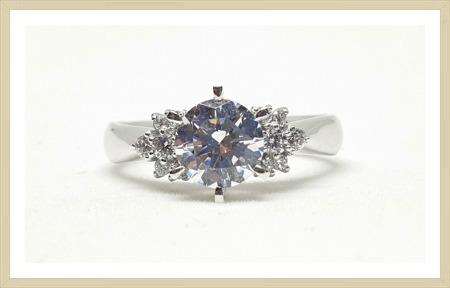 3캐럿다이아몬드 반지 사이즈 참 좋더라구요.