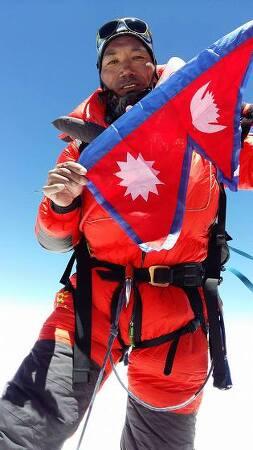 22번째 에베레스트 정상 도전에 성공한 네팔 산악 가이드 카미 리타 세르파