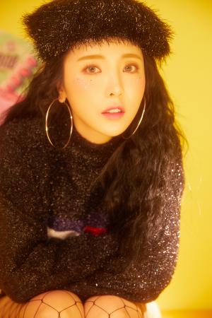 홍진영 데뷔 10년 만의 첫 정규앨범 발표 타이틀 '오늘 밤에'