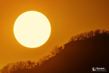 태양은 가득히~