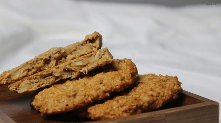 푹 익은 바나나로 오트밀 쿠키 만들기