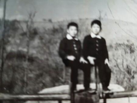 어르신들의 빛바랜 흑백사진을 살펴보며 - 추억의 뜰 자서전 이야기