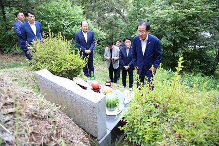 홍준표 당 대표, 부모님 묘소 성묘