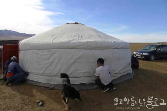 몽골에서 접대도 받고.