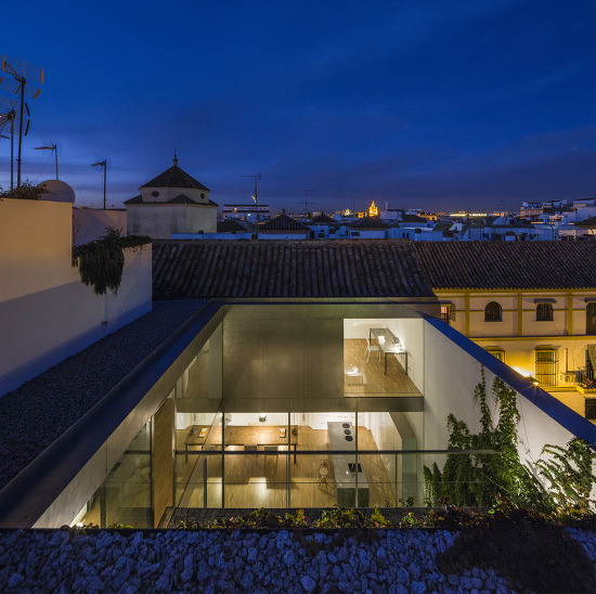 *노후한 구시가지에 새롭게 탄생한 빛과 공기의 주택-[ Harald Schönegger + Inmaculada González ] House Refurbishment in Seville Historic Center