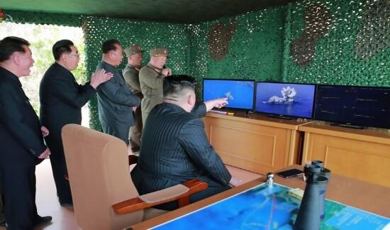 북한의 단거리 미사일과 방사포 '섞어 쏘기'는 다목적 노림수