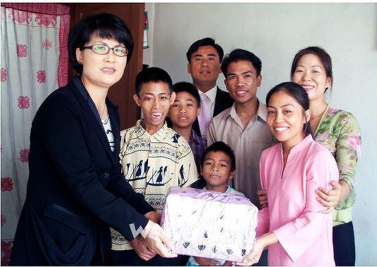 국제위러브유운동본부 네팔카트만두의 가난한 가족에게 생활비 기부