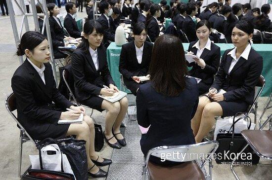 일손 부족 일본, 대학생·기업 연결하는 '취업 코디' 인기