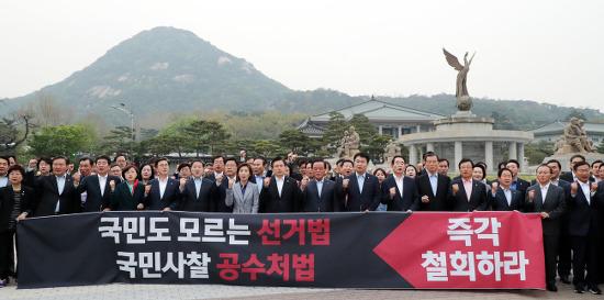 [사설]'패스트트랙' 나 홀로 반대하는 한국당의 자가당착