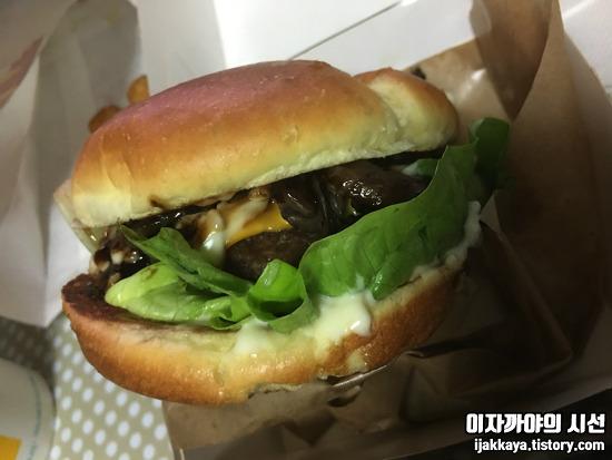 맥도날드 시그니처버거 그릴드 머쉬룸 버거 후기! + 천만 돌파 행사!